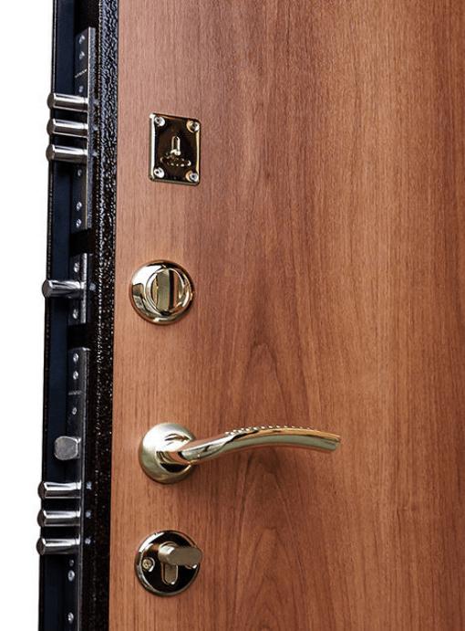Vícebodé zamýkání zabraňuje pružení a dveře tak nelze vypáčit.